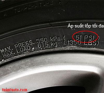 bơm lốp ô tô bao nhiêu cân