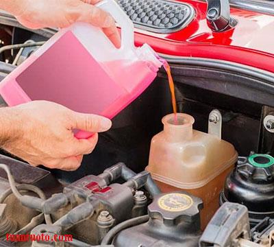 bổ sung nước làm mát ô tô