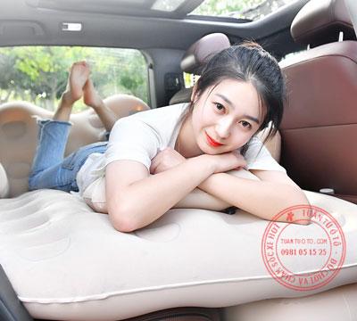 giường hơi trên xe ô tô