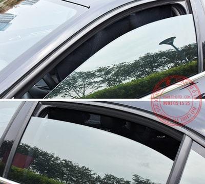 tấm che nắng cửa sổ xe ô tô