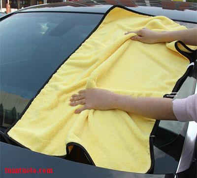 khăn lau xe ô tô