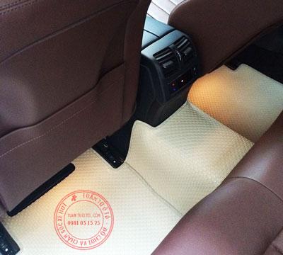 bám thảm cao su lót sàn ô tô